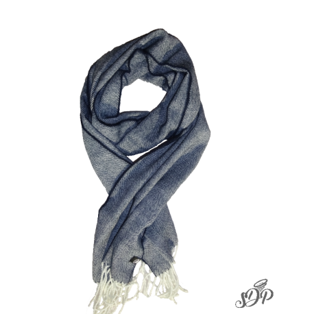 Attractive woven scarf